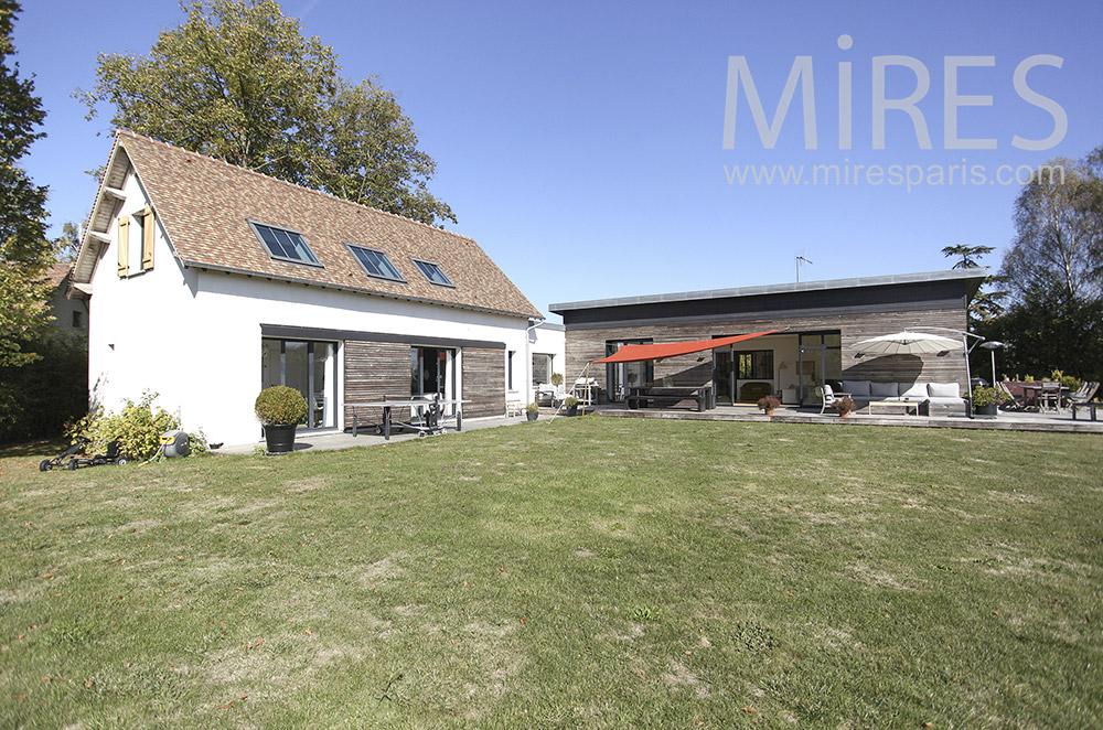 Maison ouverte sur jardin. C1602