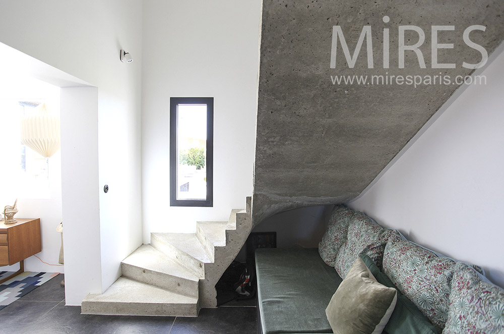 Staircase of raw concrete. C1602