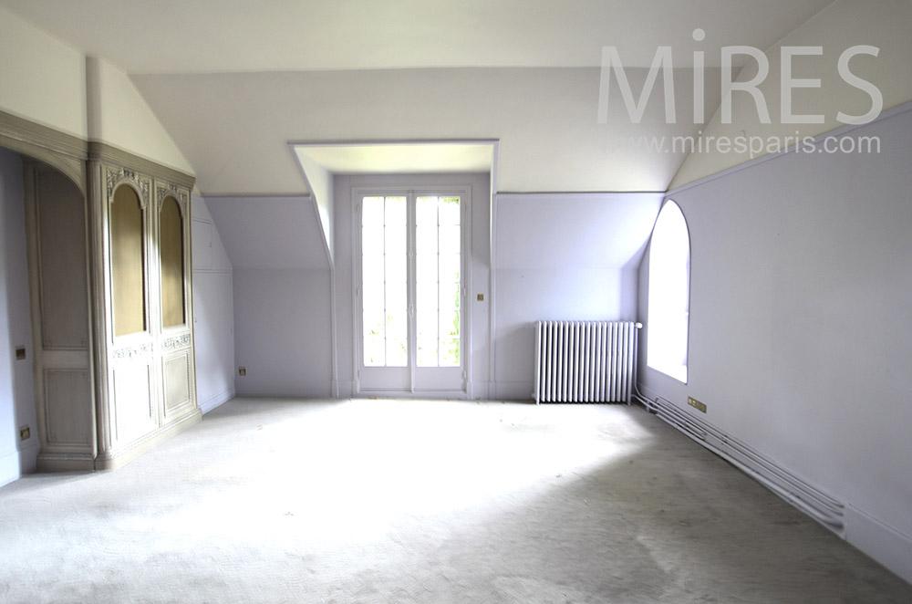 Chambre vide sous les toits. C1604