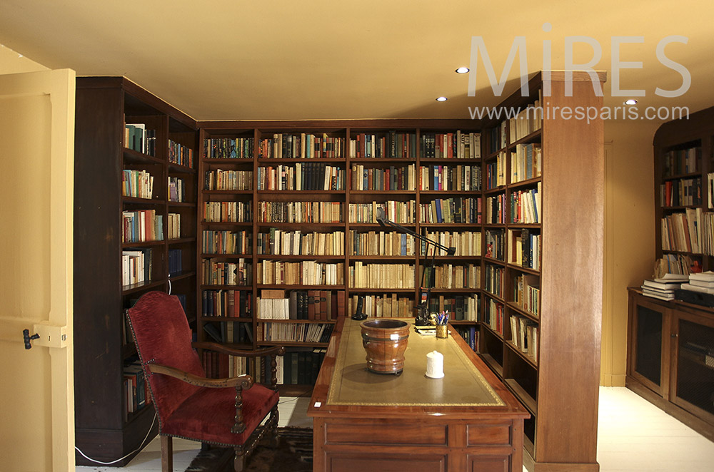 Library office. C1605