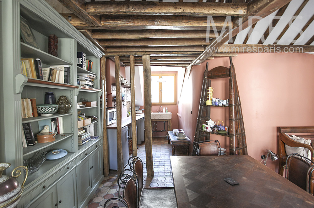 Kitchen and exposed beams. C1633