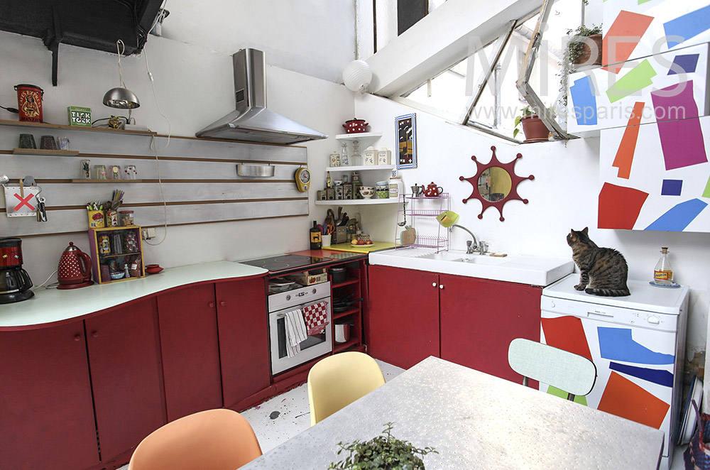 Red and white kitchen. C1609