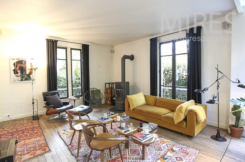 Salon, tapis et poêle à bois. C1614