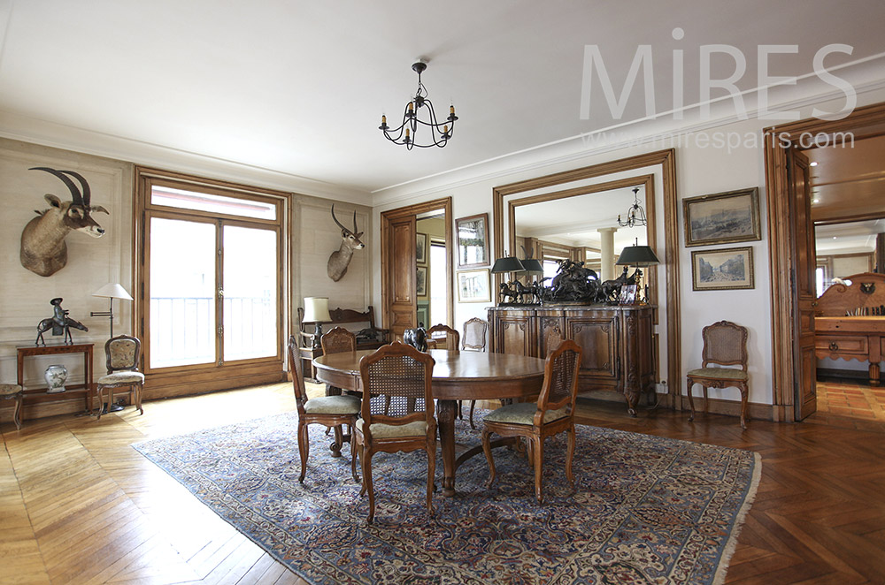 Classic hunting dining room. C0065