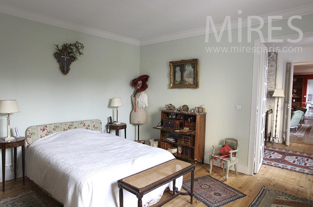 Chambre avec buste. C1617