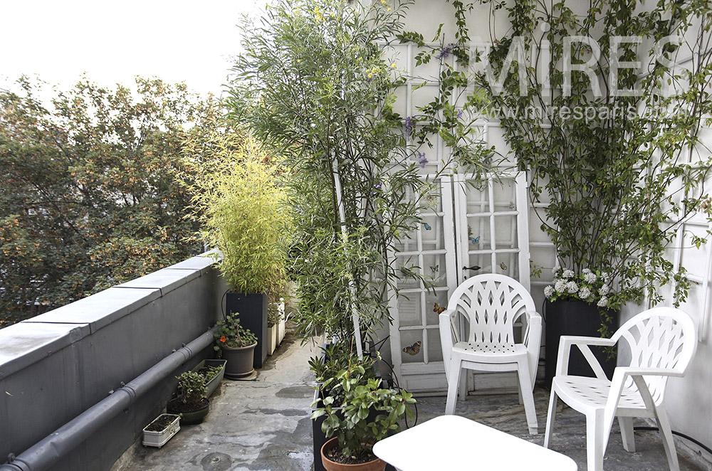 Terrasse fleurie en étage. C1617