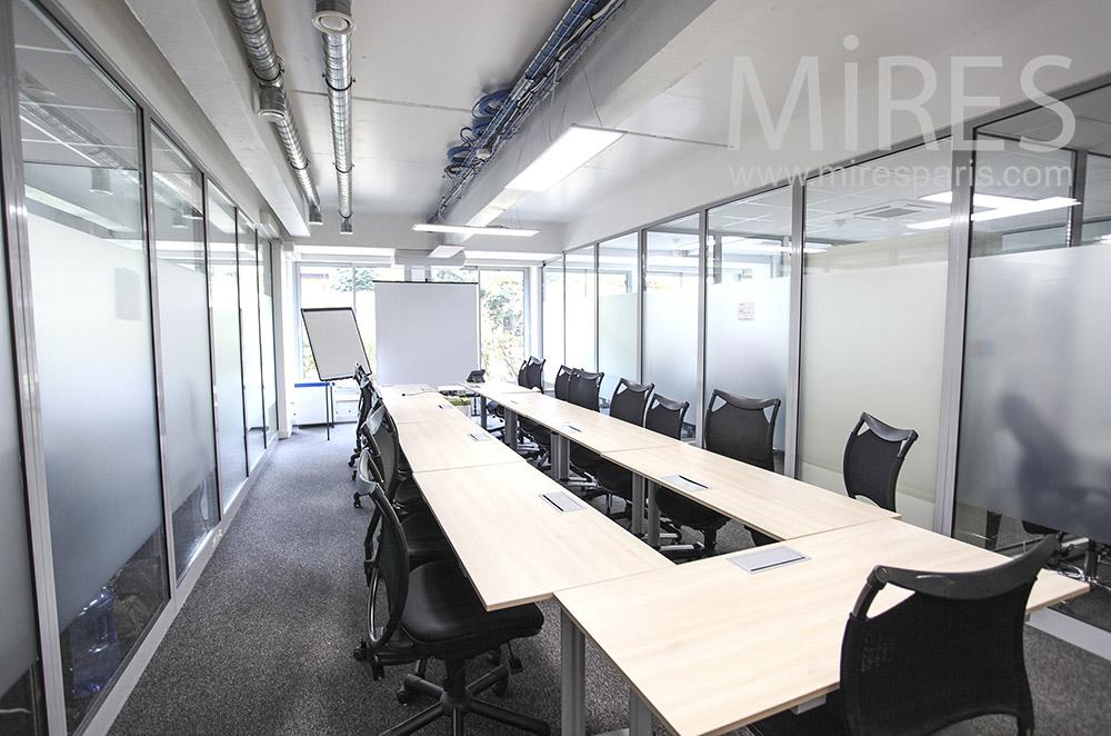 Grand bureau de réunion. C1624