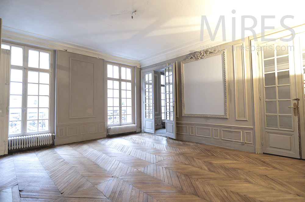 Appartement parisien vide. C0888
