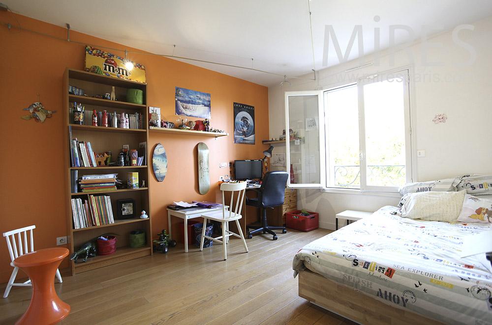 Chambre orange et blanche. C1627