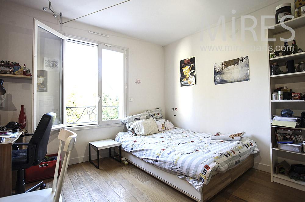 Chambre orange et blanche. C1627 | Mires Paris