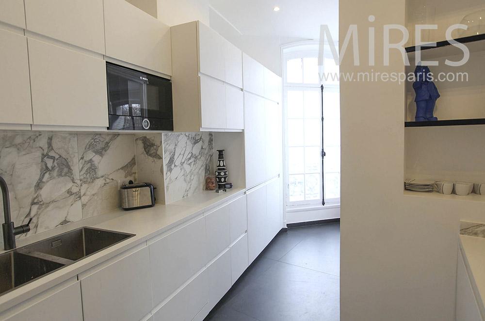 Cuisine blanche design. C1639