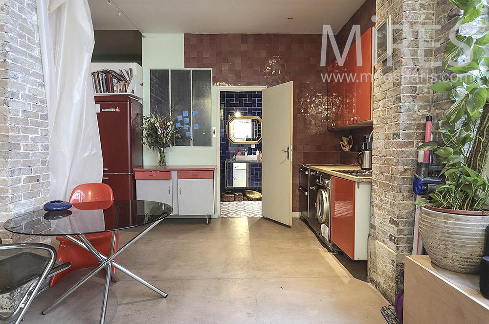 Red open kitchen. C1332