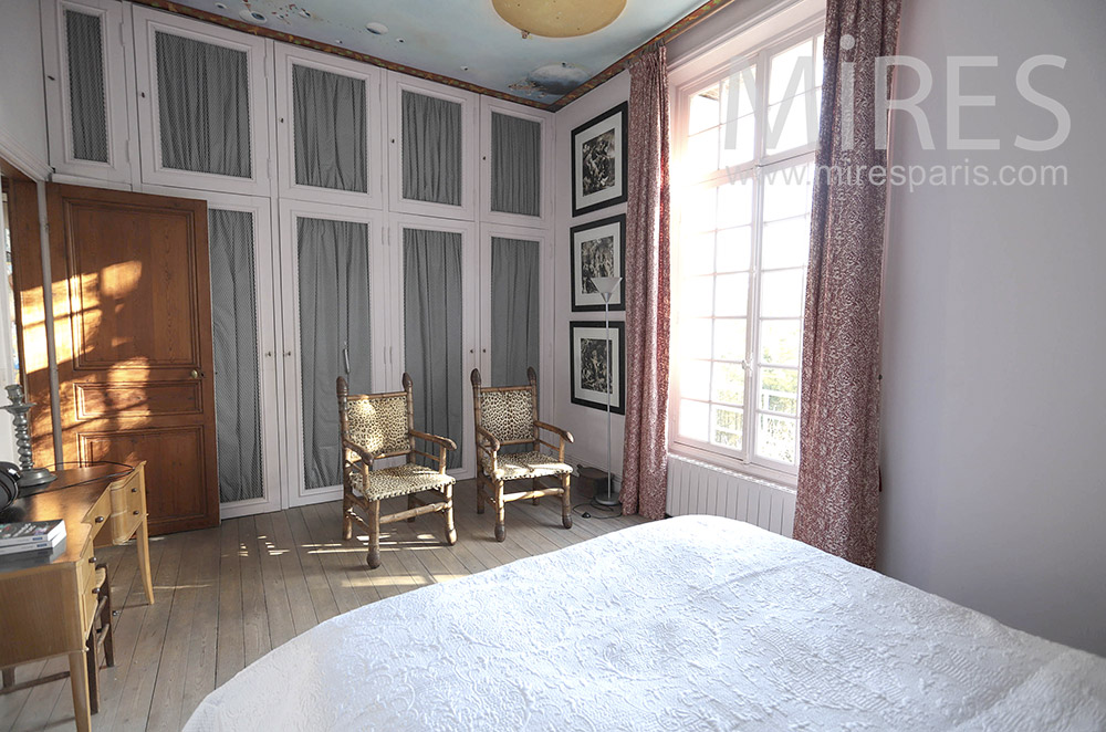 Bedroom with painted ceiling. c1643