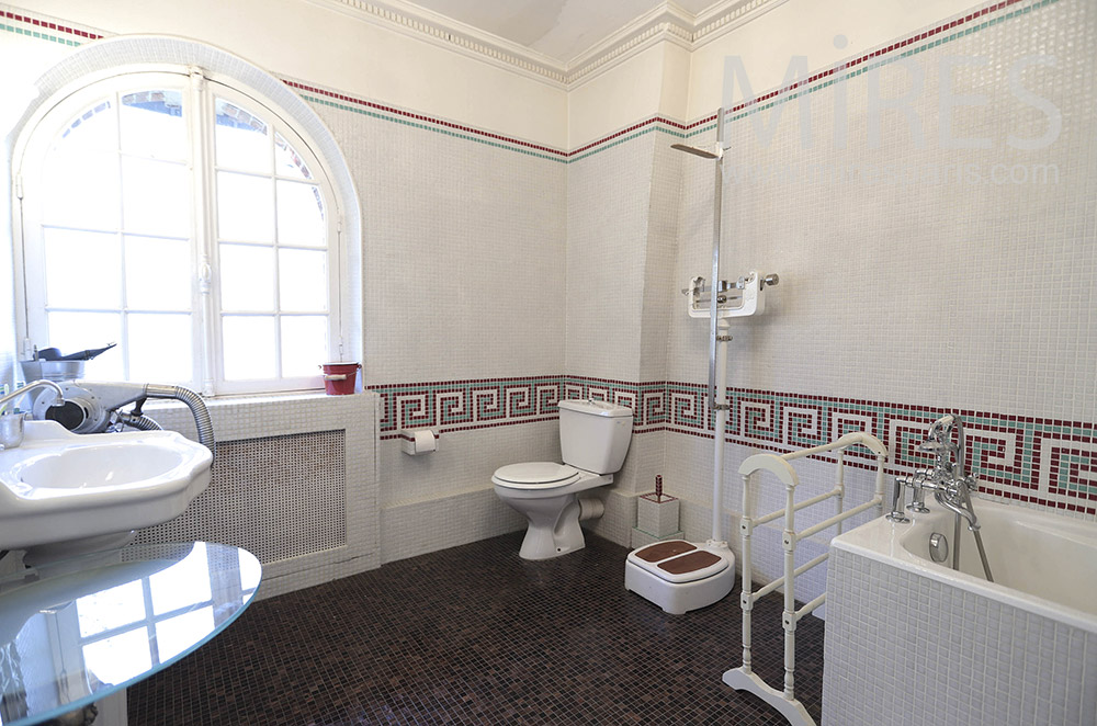 Large baths, small tiling. c1643