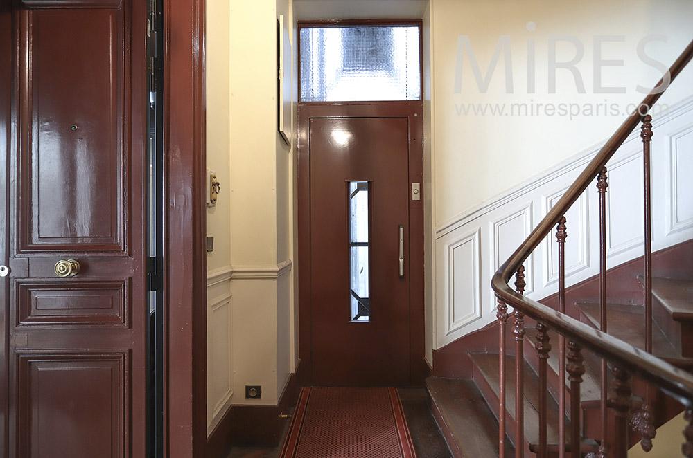 Ascenseur et escalier parisien. C0214