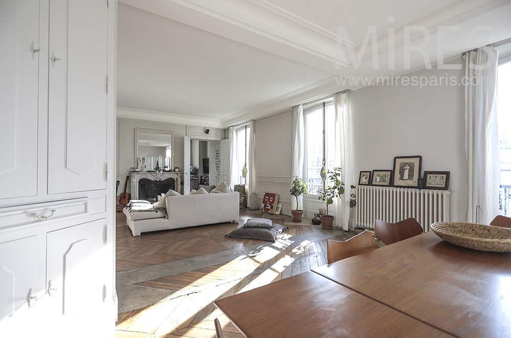 Parisian white apartment. C0214