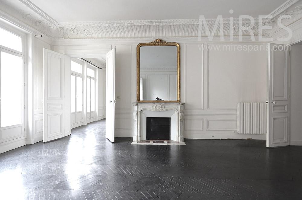 Salon abandonné. C1654