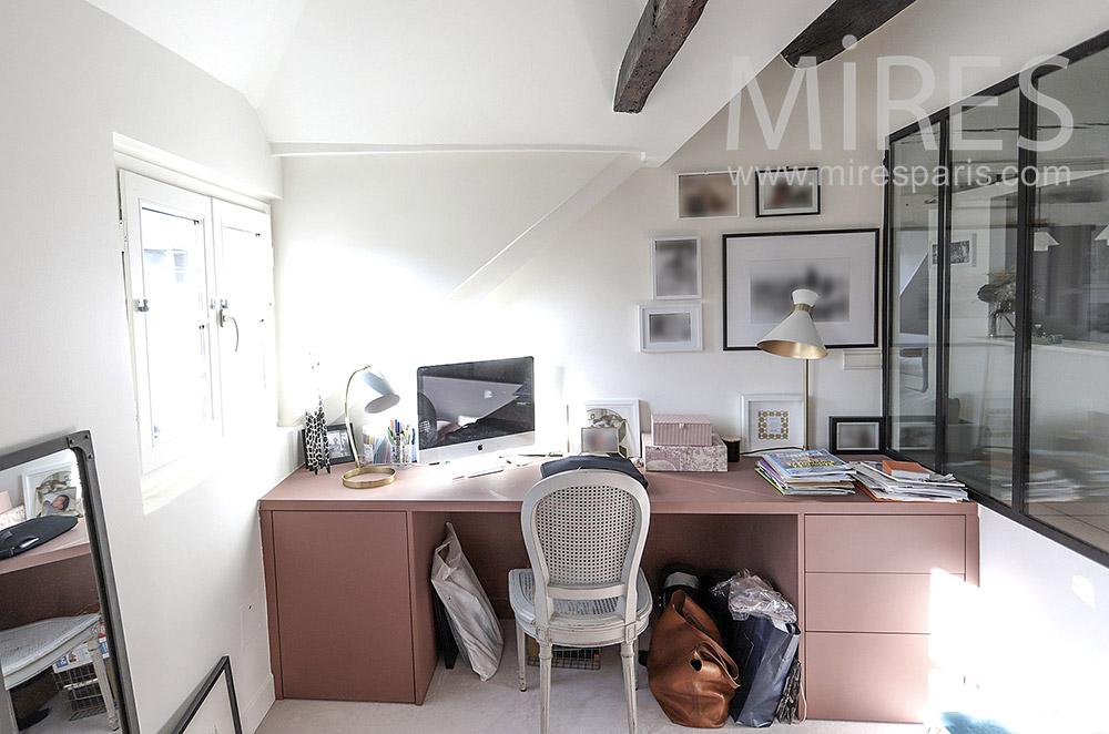 Built-in desk. C1657