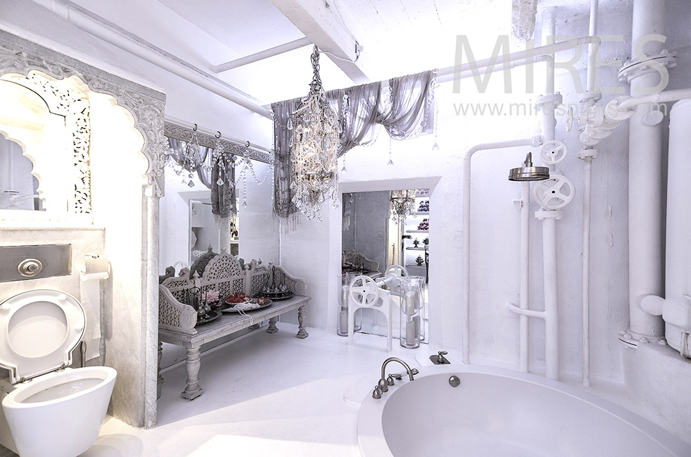 Baroque white bathroom. C1659