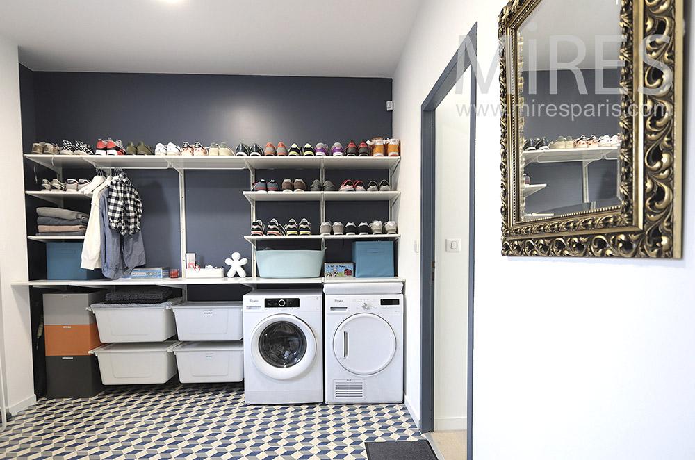 Laundry room. C1660