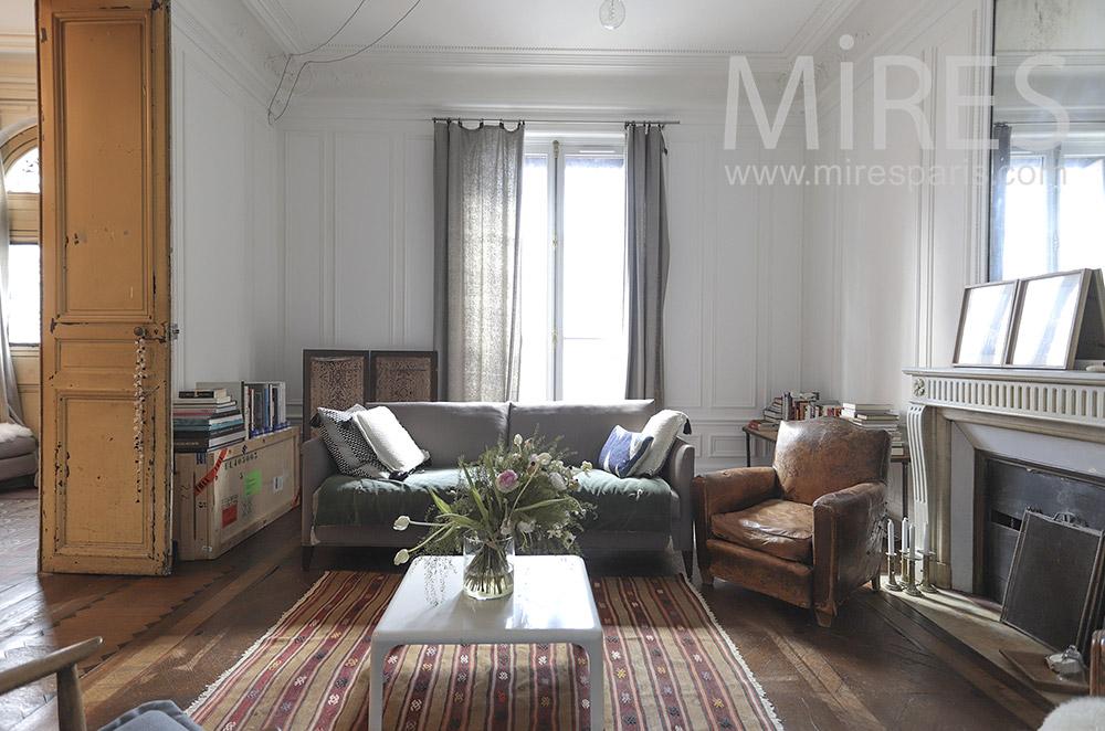 Salon blanc en enfilade. C1550