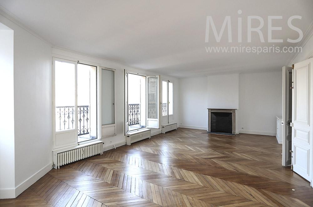 Three windows lounge. C1661