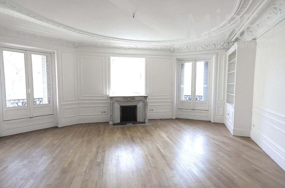 Haussmannian empty flat. C1663