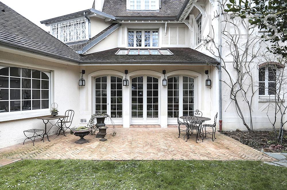 Terrasse brique, côté jardin. C1672