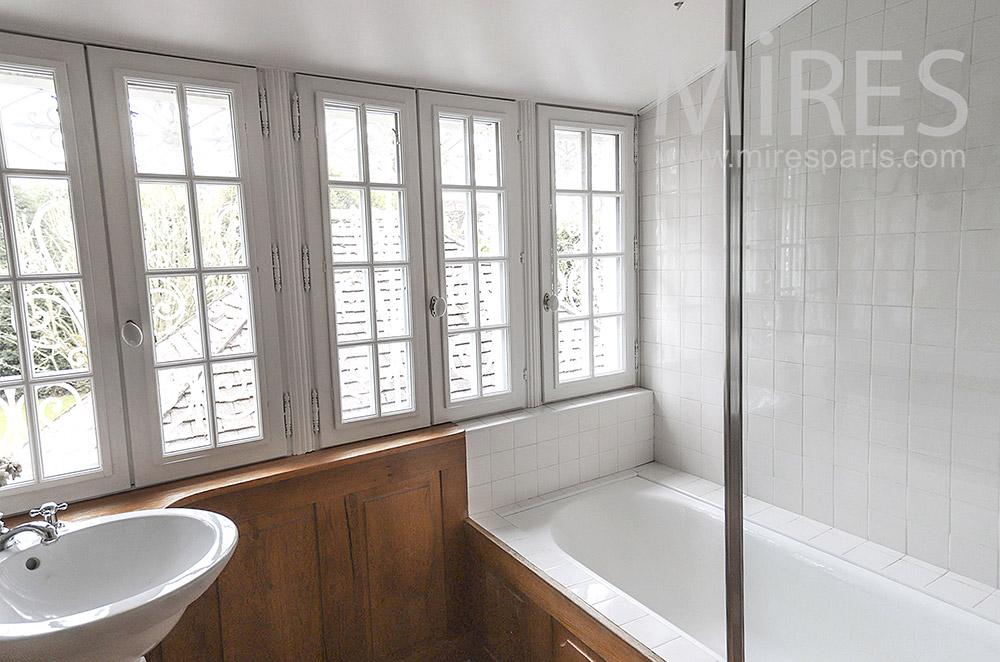 Baignoire et fenêtres. C1672