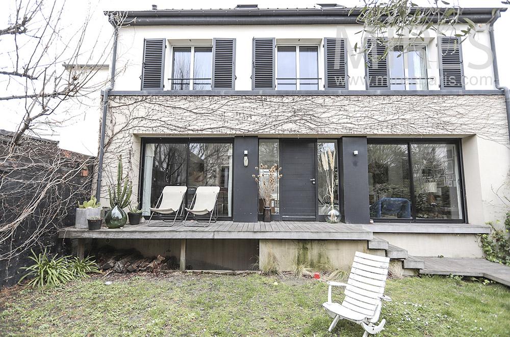 Terrasse bois sur petit jardin. C1678 | Mires Paris