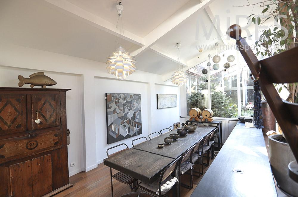 Longue salle à manger. C1682
