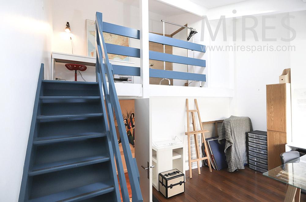 Atelier d'artiste et mezzanine. C1682