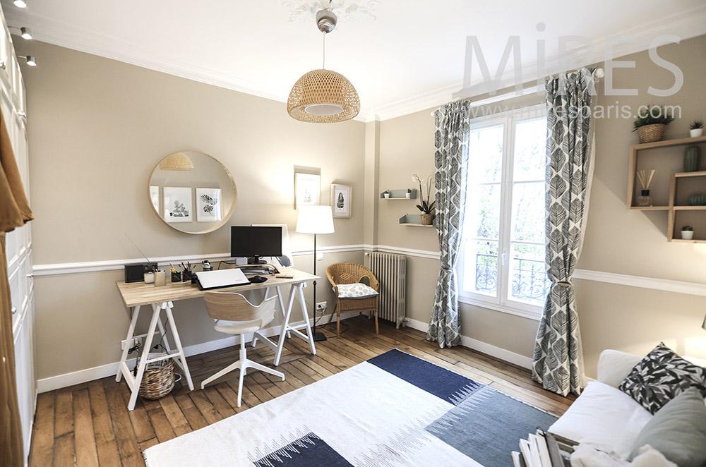 Bureau et sofa. C1691