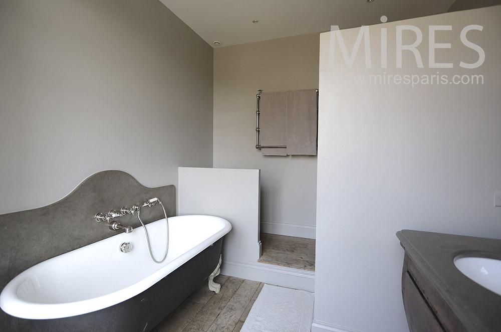 Moderne et ancien pour une salle de bains. C1693 | Mires Paris