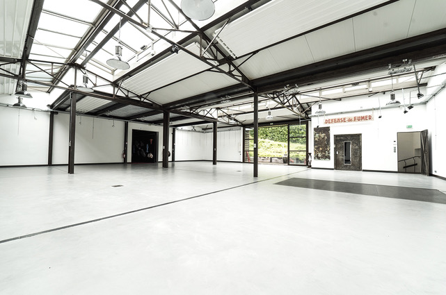 Large empty white workshop. c0745