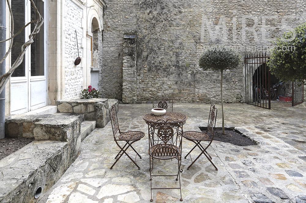 Terrasse de pierres. C1694