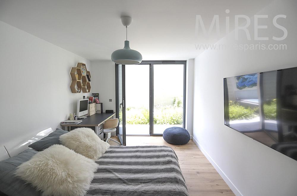 Chambre ouverte sur jardin. C1699