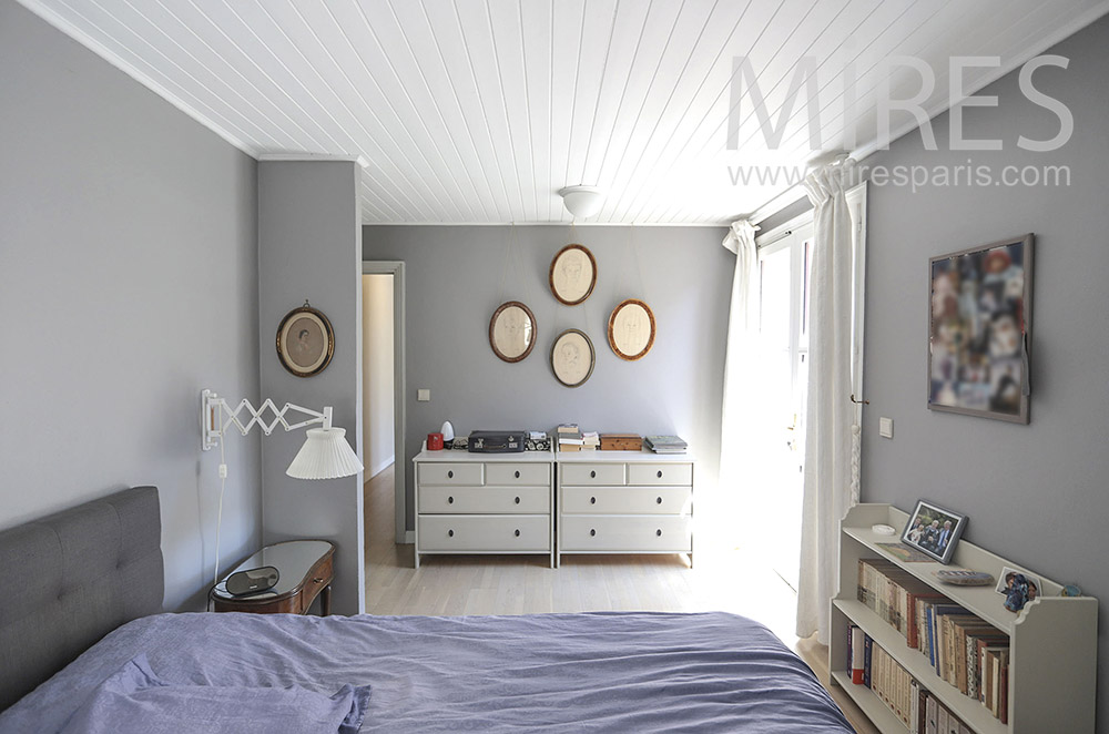 Chambre grise. C1704