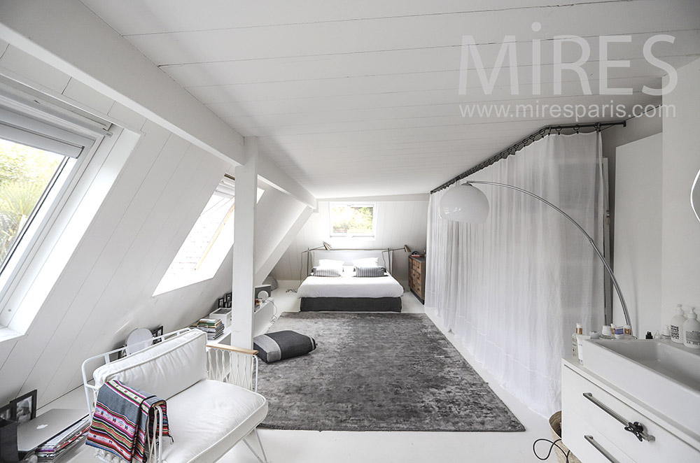 White attic bedroom. C0067