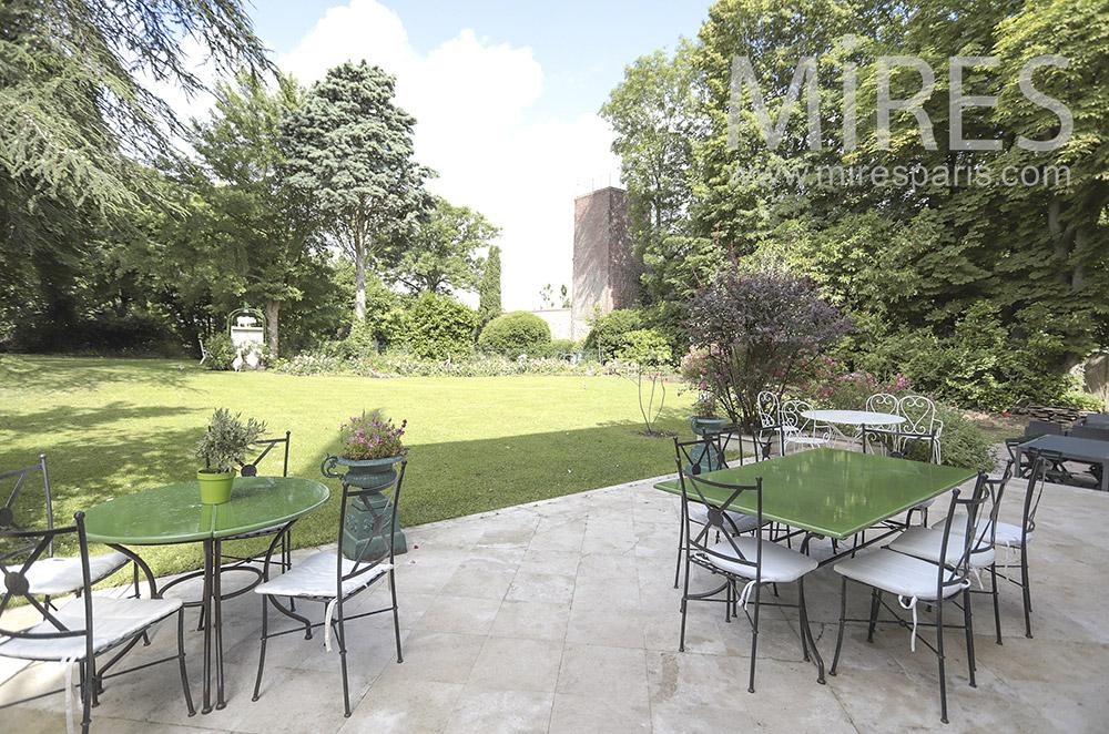 Terrasse côté jardin. C1712