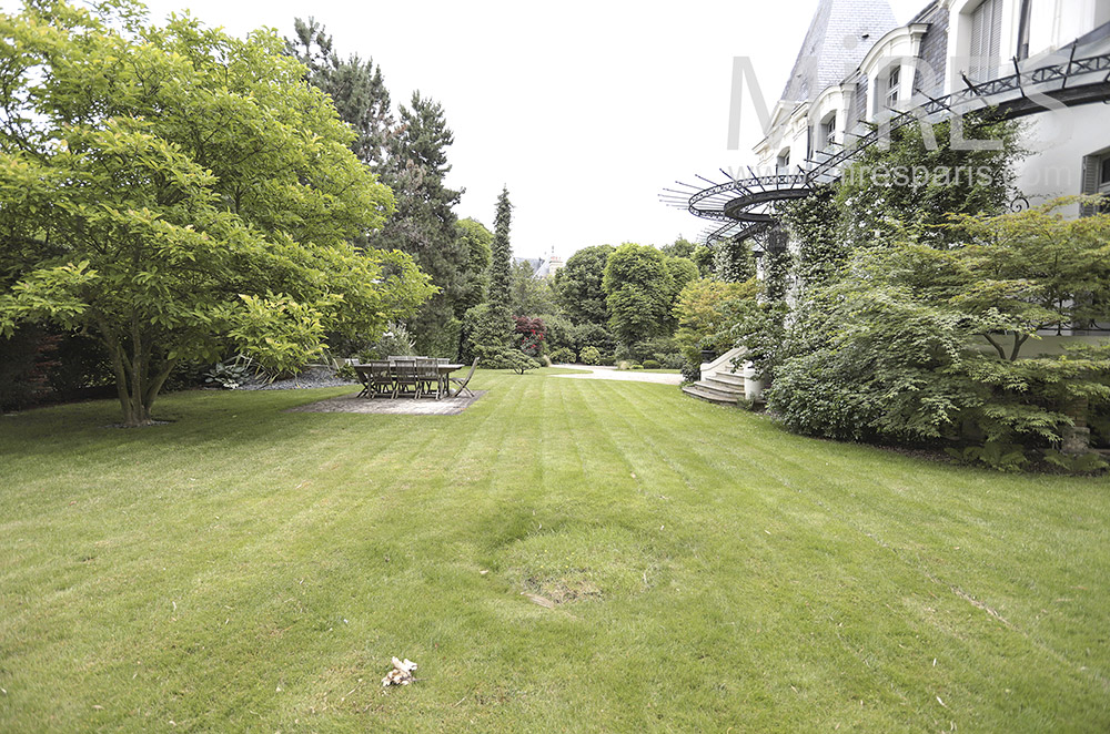 Lawns and various trees. C0202