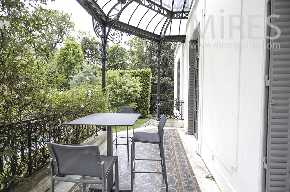 Terrace with awning. C0202