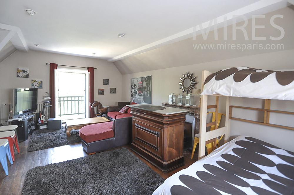 Salon télé et lit à étage. C1734