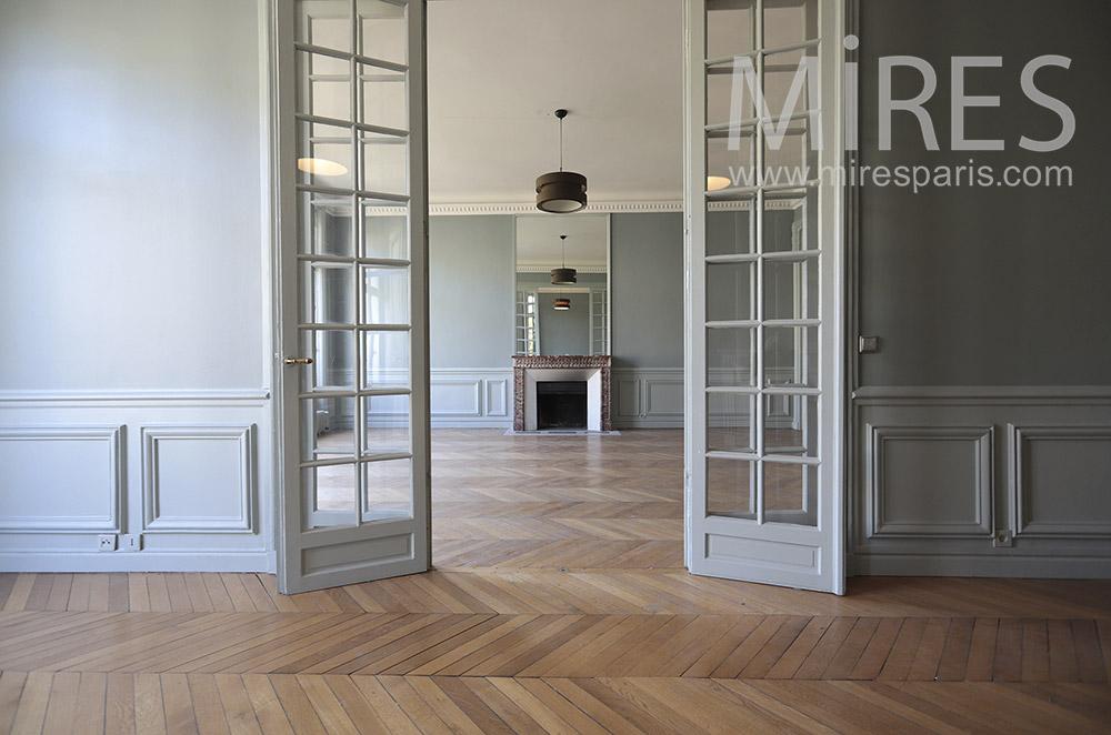 Parisian apartment empty. C1751
