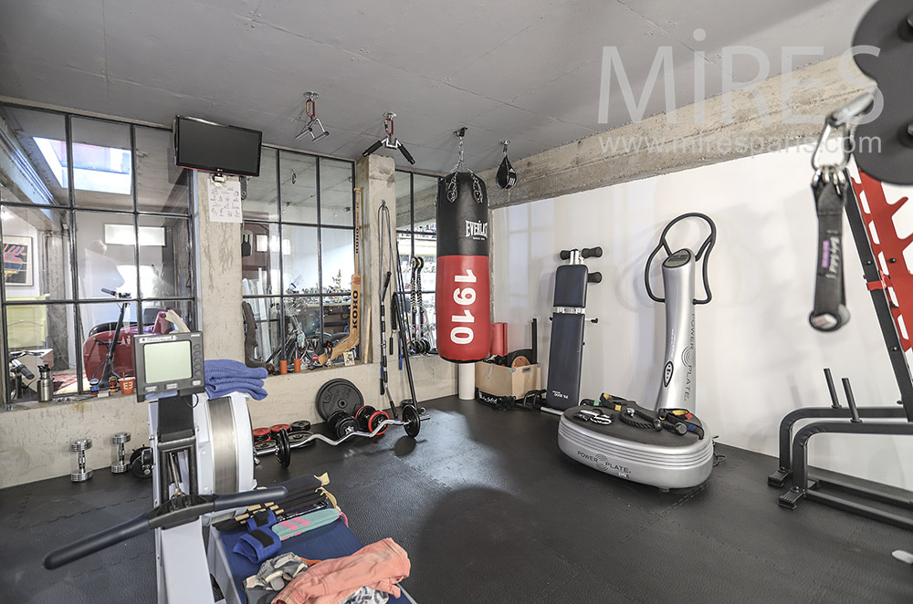 Gym in the cellar. C0019