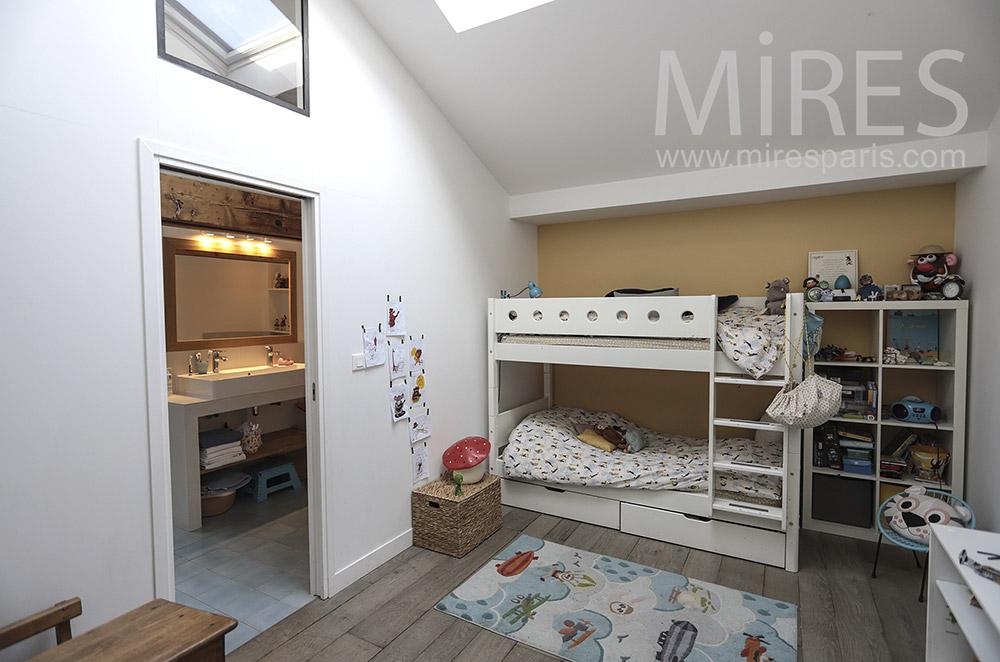 Chambre d'enfant. C1458