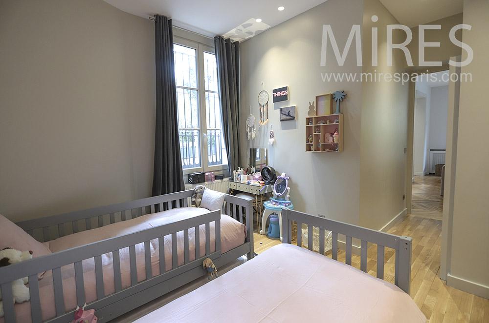 Children's room, twin beds. C1743