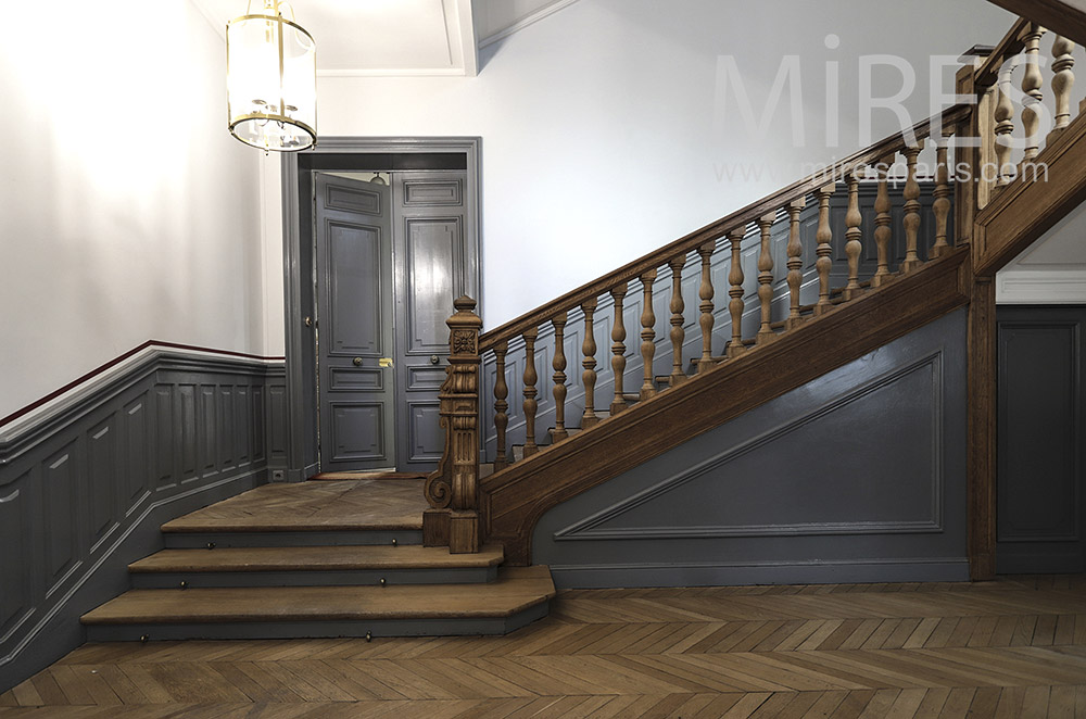 Staircase in solid wood. C1752