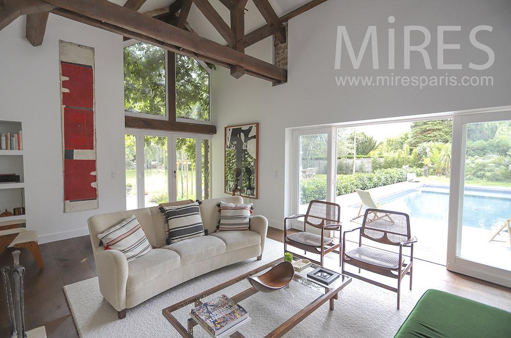 Beautiful lounge on pool. C1757