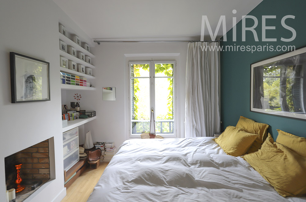 Chambre avec cheminée moderne. C1766